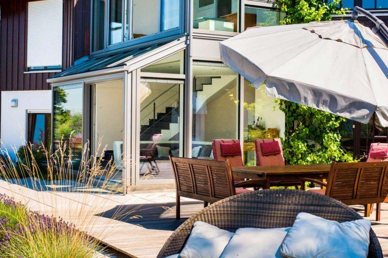 Wintergarten zweistöckig und Terrasse
