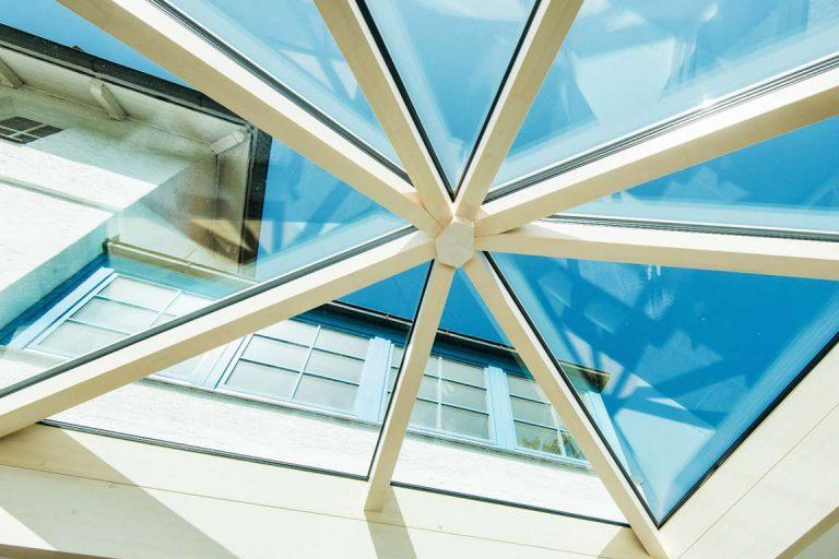 Glaskuppel im Wintergarten