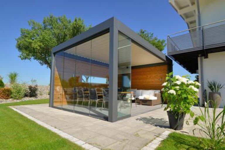 Terrassendach mit Sonnen- und Regenschutz